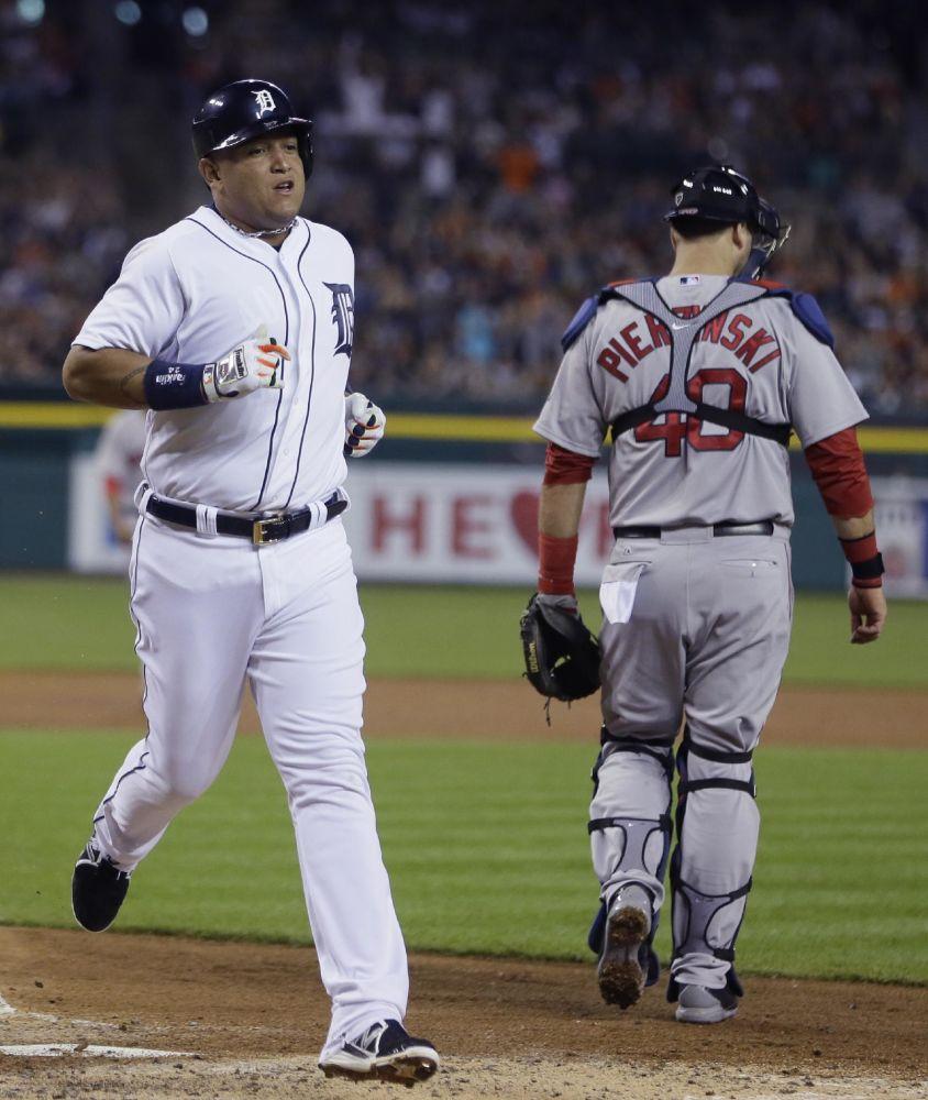 Cabrera (hamstring) stays in Tigers' lineup