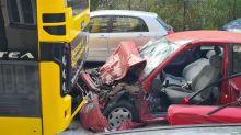 Blaulicht-Blog: Tödlicher Unfall in Neukölln: Mann fährt auf Bus auf