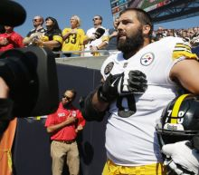 Steelers tackle Alejandro Villanueva apologizes for 'embarrassing' solo national anthem moment