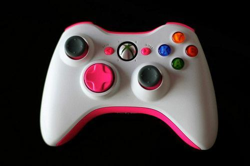 Homemade pink Xbox 360 controller makes the ladies say 'heyyy!'