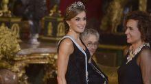 Letizia se pone su corona de reina y parece nacida en la realeza