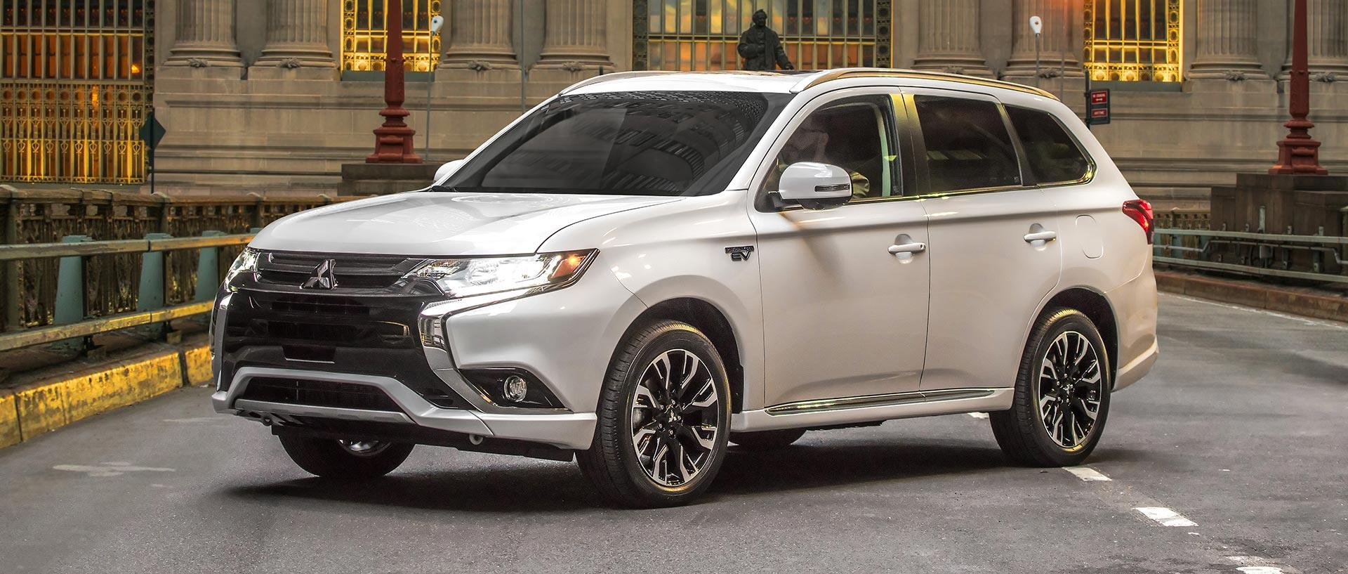 2017 mitsubishi outlander phev electrifies the suv segment. Black Bedroom Furniture Sets. Home Design Ideas