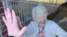 Treffen in Corona-Zeit: Enkel hat geniale Idee