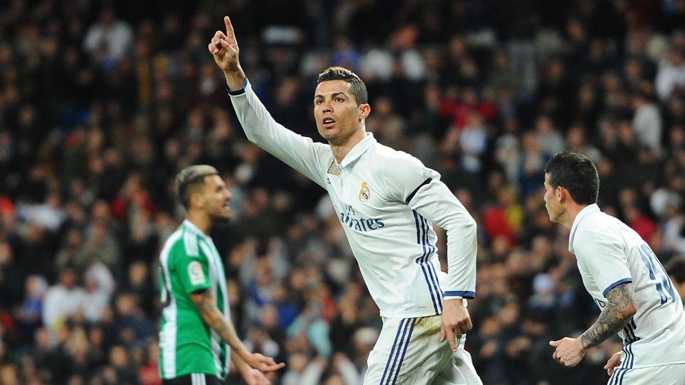 Salaires, Ronaldo dépasse Messi pour la première fois