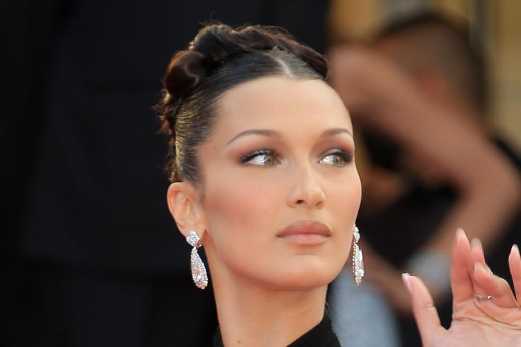 Bella Hadid Goes 'Clueless' in a Checkered Shirt & Pink Mini Skirt With Trendy Thong Heels – Yahoo Lifestyle