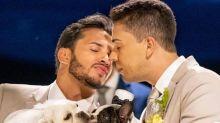 """Carlinhos Maia não beija marido no altar e se defende: """"É apenas nosso"""""""