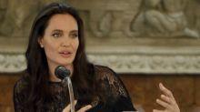 Angelina Jolie diz que daria tudo para ter sua mãe por perto