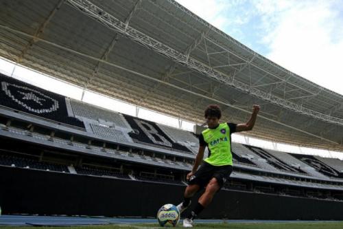 Camilo prevê Botafogo melhor após pausa: 'Física e tecnicamente'