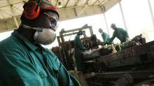 Richiedenti asilo impacchettavano pennarelli per 150 euro al mese