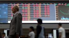 Índice fecha quase estável ajudado por Vale e Petrobras; bancos pesam