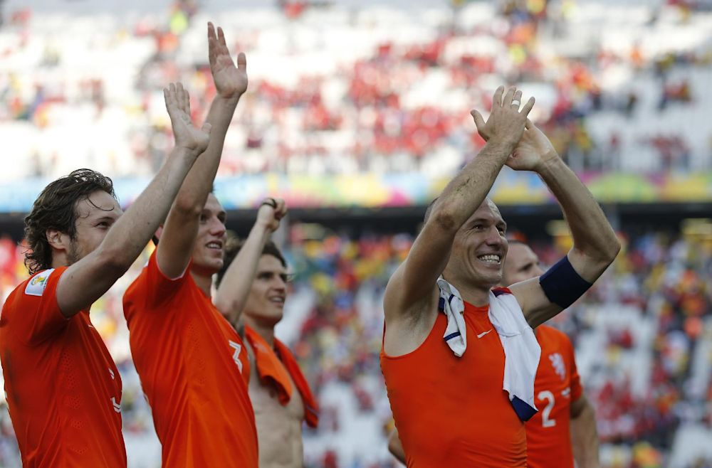 Netherlands' Arjen Robben, right, acknowledges the fans with teammates after the group B World Cup soccer match between the Netherlands and Chile at the Itaquerao Stadium in Sao Paulo, Brazil, Monday, June 23, 2014. The Dutch team beat Chile 2-0 to top Group B