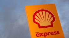 Shell avoids first loss helped by strong oil trading