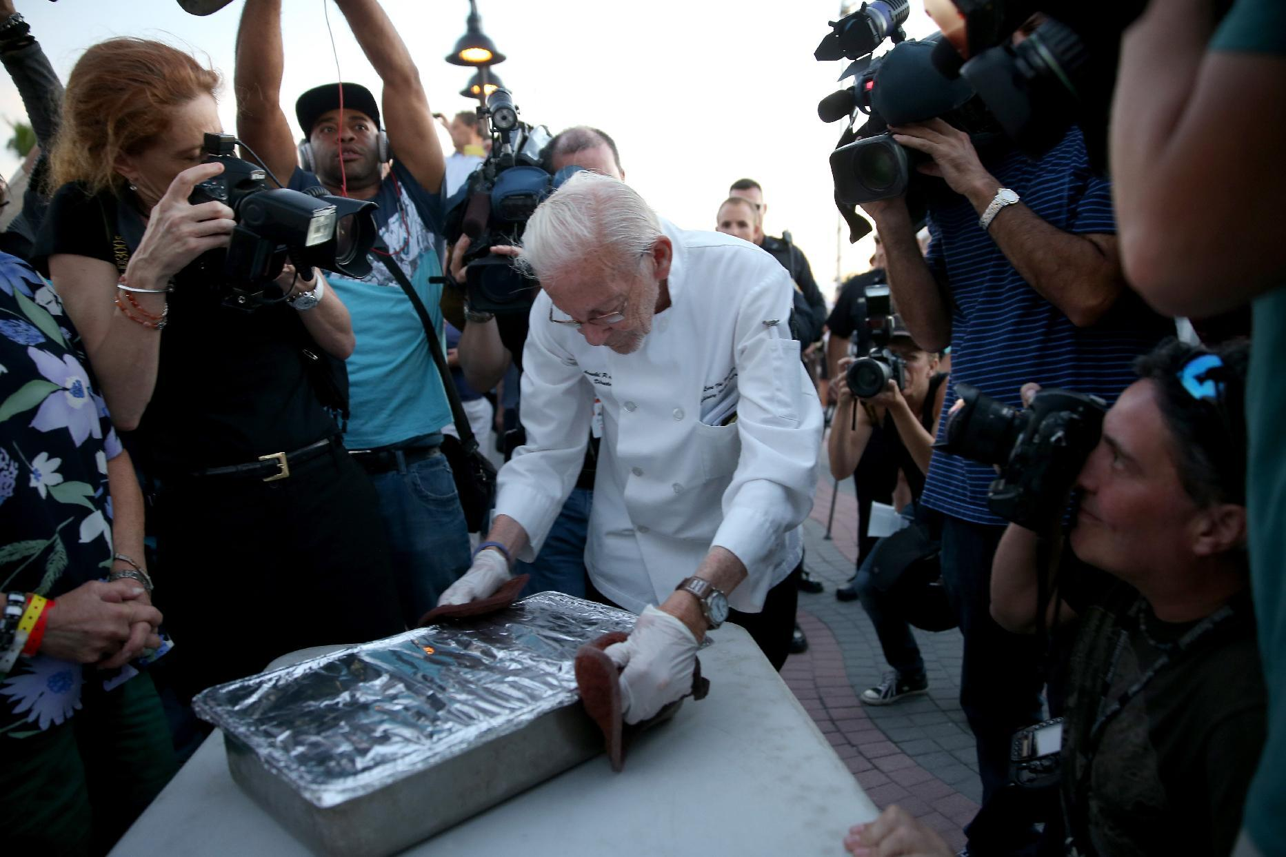 Arnold Abbott, a 90-year-old chef, is surrounded by media as he prepares to feed the homeless in Fort Lauderdale, Florida, on November 12, 2014