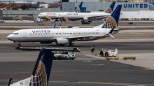 United Air Sees Further Fare Weakness, Adding to Pressure on CEO