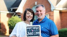Parents' hilarious 'empty nesters' photo shoot goes viral