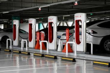 中國特斯拉:超充不排除開放它牌電動車充電,上海新工廠全力生產 V3 充電樁