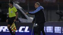 Tabárez respeta las quejas de Chile sobre el arbitraje ante Uruguay