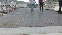 Cede la grata del marciapiede: 17enne cade da tre metri d'altezza