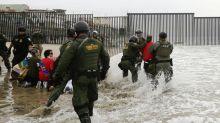 Arrestan a 32 manifestantes en la frontera de San Diego