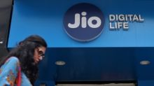 Jio ties up with Paytm, Amazon and Flipkart to deliver big cashback offers on recharge
