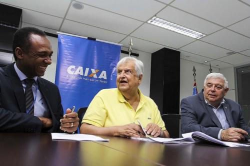 Santos acerta com novo patrocinador e pode lucrar R$ 25 milhões em 2017