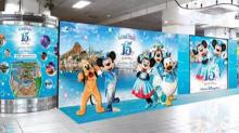 東京迪士尼海洋15週年 紀念合影在北車