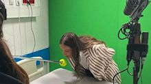 Novo normal: atriz beija bola em cena de novela em Portugal