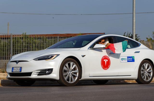 Tesla fans reach a symbolic long-distance EV driving milestone
