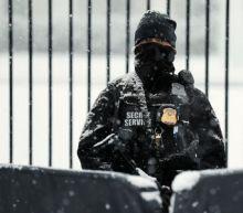 Snow, sleet threaten U.S. East Coast, hinder hundreds of flights