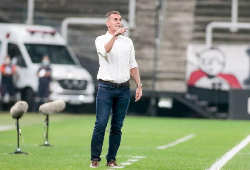 Técnico do Corinthians vê justiça em críticas ao seu trabalho, mas cobra 'divisão de responsabilidades'