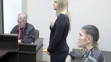 Aunque su novia lo apuñaló 13 veces, él le pidió matrimonio durante el juicio