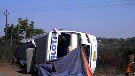Talking on mobile leads to accident in Dhanbad