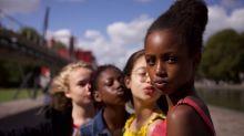 Netflix se disculpa por el uso inapropiado del cartel de 'Guapis' que sexualizaba a niñas de 11 años