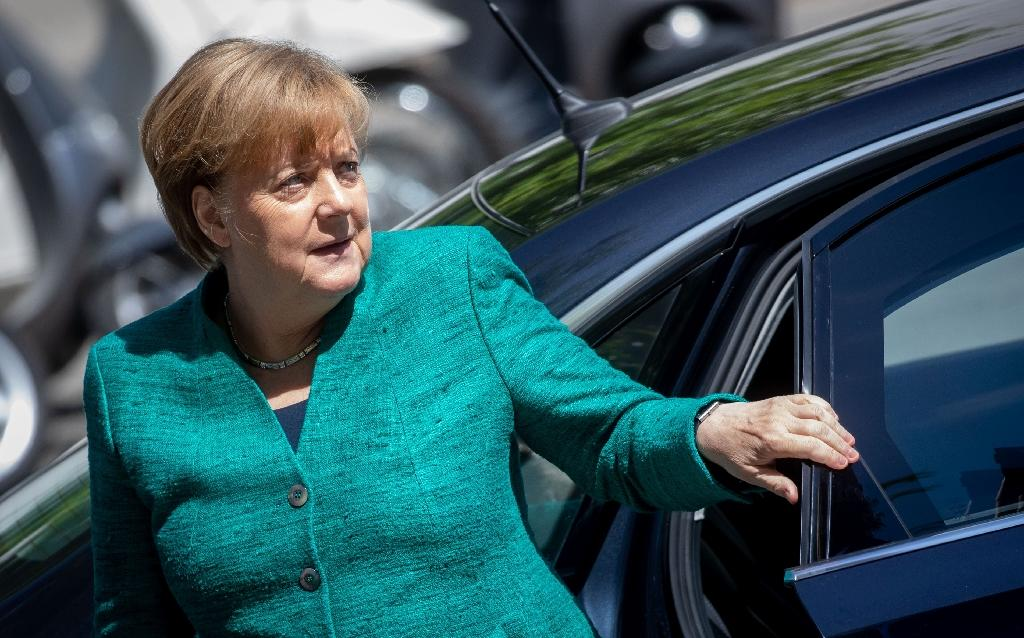 German Chancellor Angela Merkel is facing a rebellion from her hardline interior minister, who demands border police be given the right to refuse migrants in certain cases