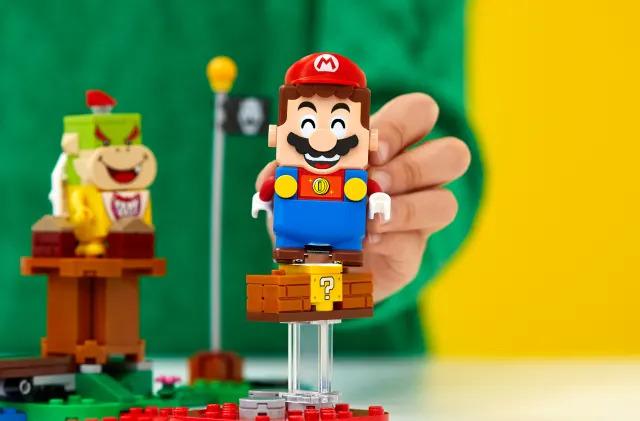 Someone turned Lego Mario into a controller for 'Super Mario Bros.'