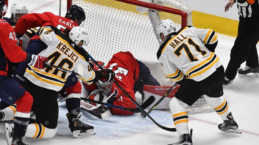 Hall's heroics help Bruins even series with Caps