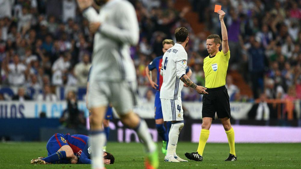 ¿Qué le dio Sergio Ramos al árbitro del Clásico?