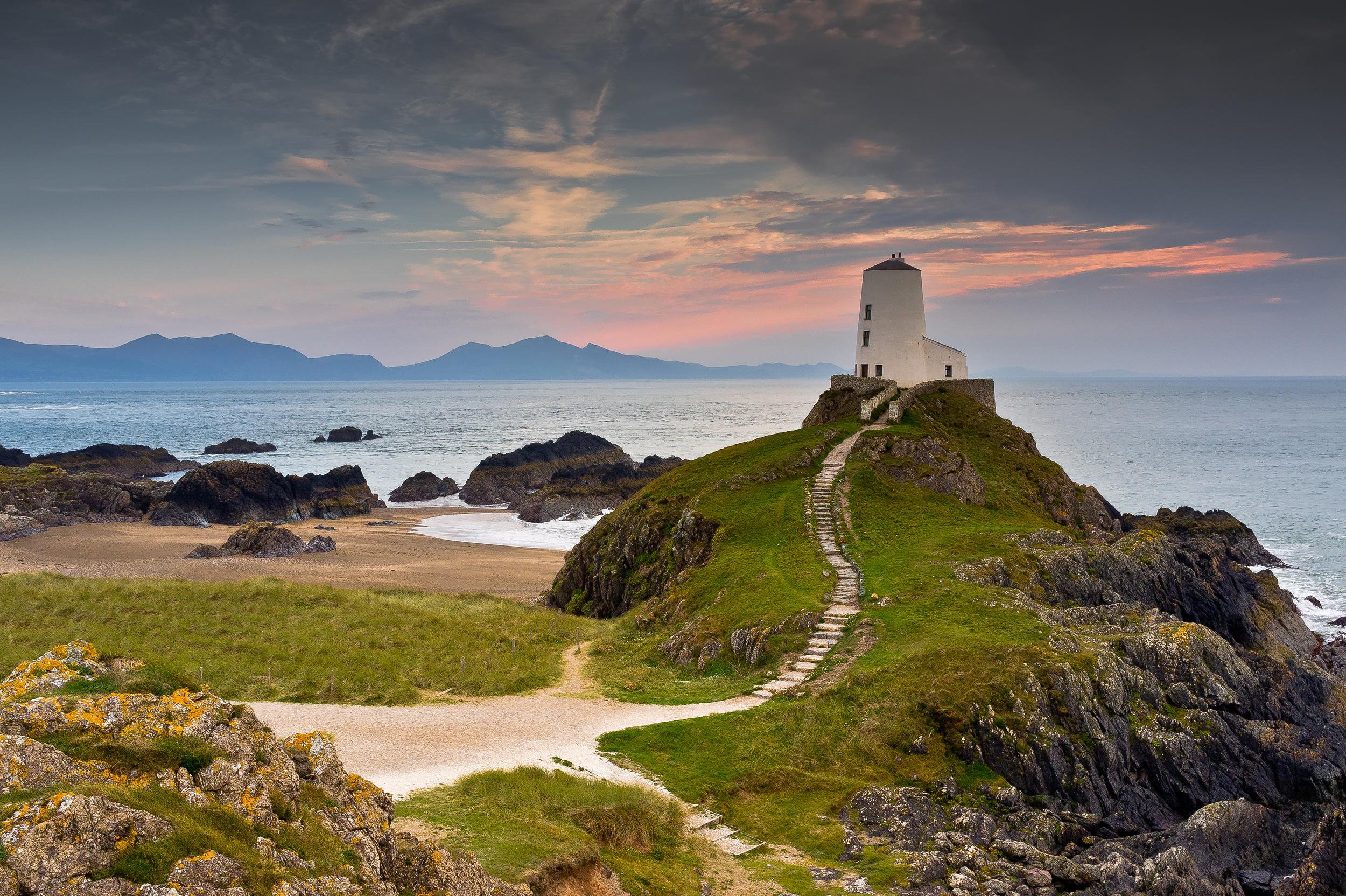 Anglesey is home to unspoilt landscapes, stunning coastlines and a whole host of outdoor activities to be enjoyed. The island boasts a rich heritage, stunning gardens and extensive amounts of plants and wildlife.