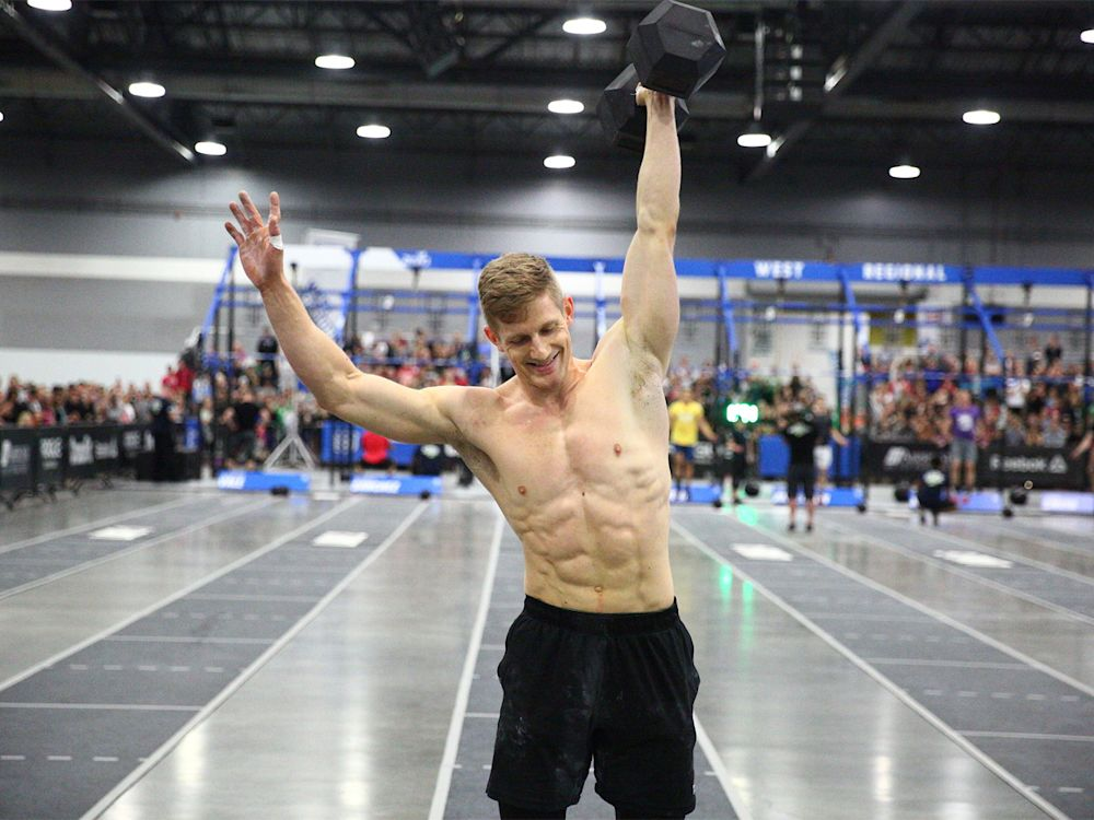 Platz 9 der Männer: Das schafft der doch mit links – im wahrsten Sinne des Wortes. Brent Fikowski darf sich unter den männlichen CrossFittern gute Chancen ausrechnen. Kein Wunder, der Kanadier legt einen 400-Meter-Sprint in gerade einmal 59 Sekunden hin. (Bild-Copyright: Photo courtesy of CrossFit Inc.)