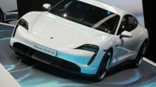 """""""El futuro es eléctrico"""": Porsche anuncia planes en EEUU para competir con Tesla"""