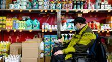 Encontrar una mascarilla es una misión imposible para los discapacitados en Hong Kong
