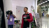 RAW: Bulls arrive at American Airlines Arena for Game 2 against Heat