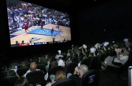 Fans react to 3D Mavericks / Clippers matchup