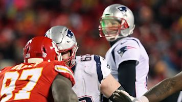 Chiefs fan pays price for shining laser at Brady