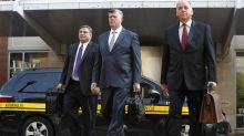 Questions mark first day of deliberations at Manafort trial