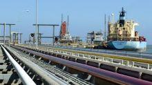 Transfieren petróleo venezolano en nueva locación en el Caribe