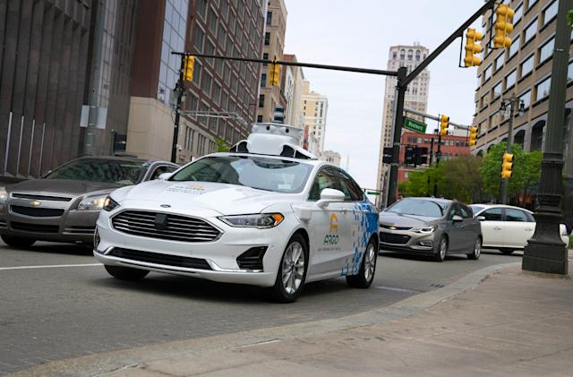 Ford delays self-driving taxis to 2022