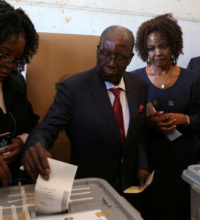 FILE PHOTO: Zimbabwe's former president Robert Mugabe votes in the general elections in Harare, Zimbabwe, July 30, 2018. REUTERS/Siphiwe Sibeko/File Photo