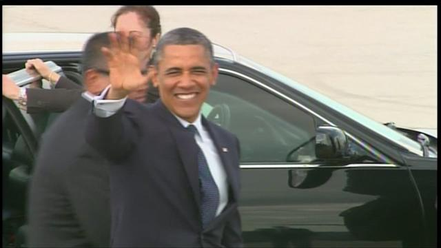RAW: President Obama arrives in Chicago