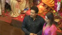 Sachin Tendulkar and His Wife Anjali Tendulkar Offer Prayers at Lalbaugcha Raja, See Pictures